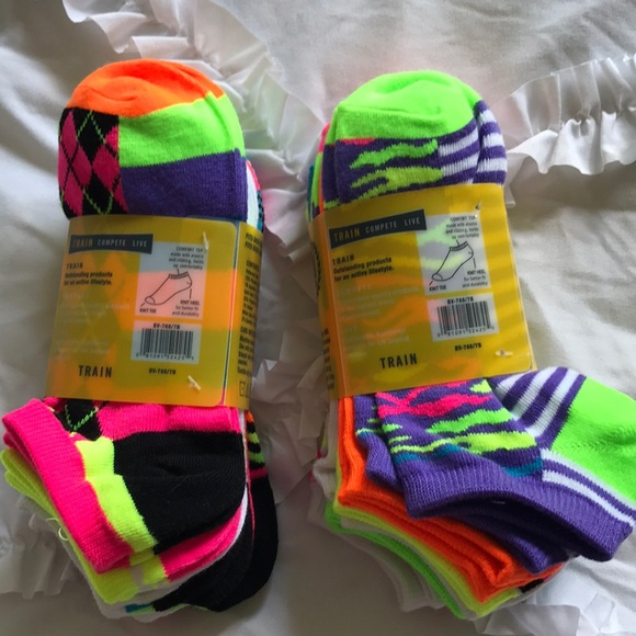 9aed7f0b85a5 14 pairs of Everlast women s socks size 5-9